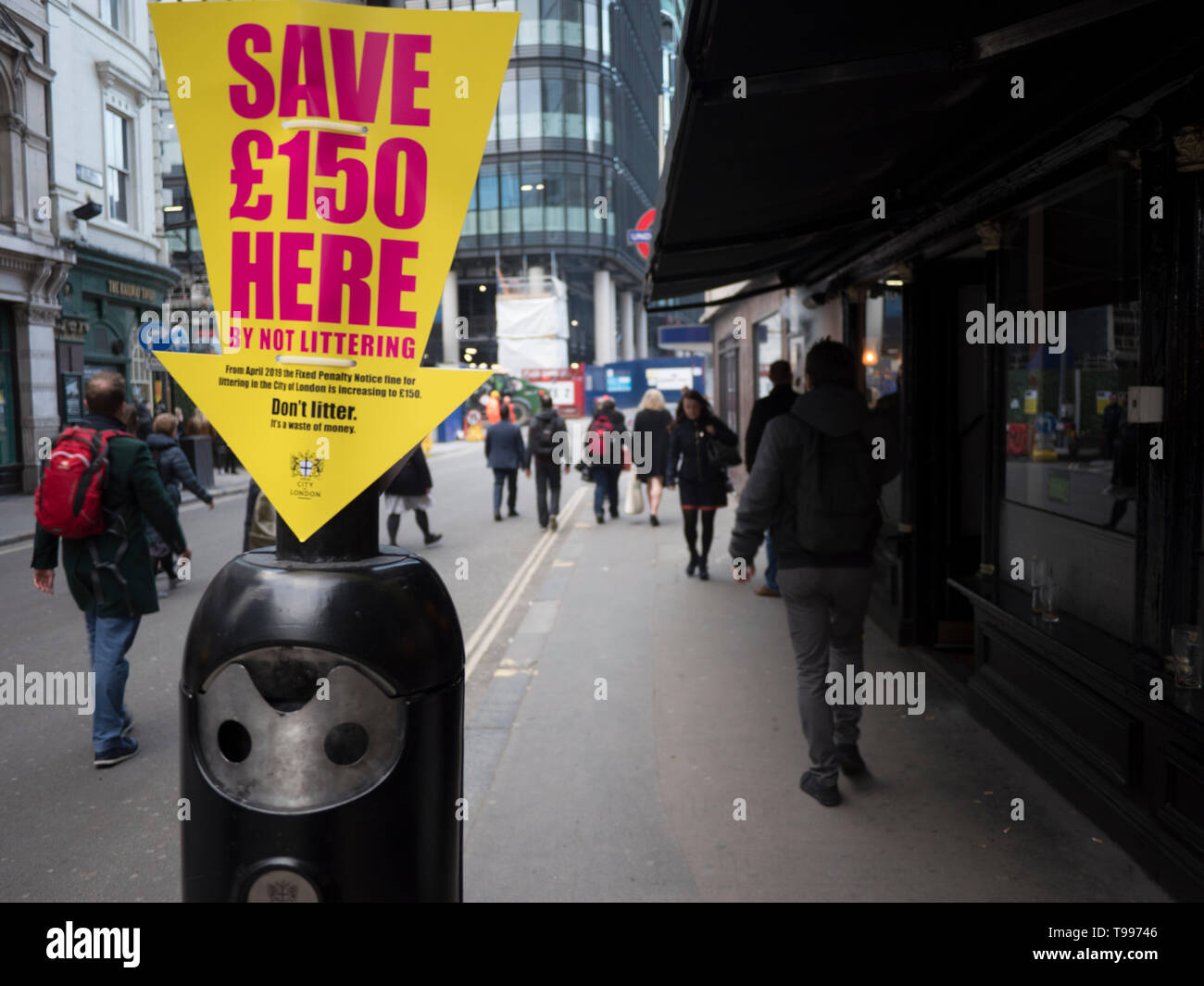 Anti litter sign central london, threatening fixed penalty fine Save £150  here, Dont litter - Stock Image