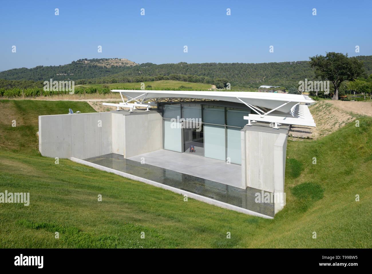 Modernist Exhibition Pavilion by Renzo Piano, built 2017, at the Domaine or Château La Coste at Le Puy-Sainte-Réparade Provence France - Stock Image
