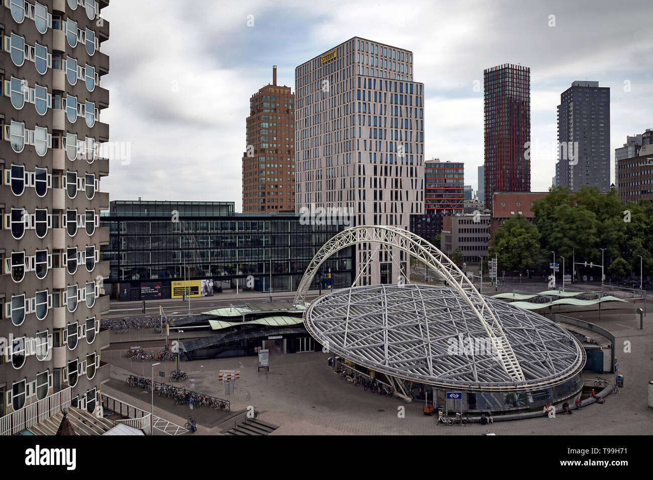 Blaak station, pencil flat and cube houses in the city of Rotterdam - Stock Image
