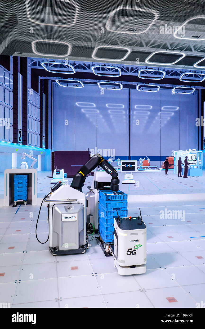 31.03.2019, Hannover, Lower Saxony, Germany - Hanover Fair, Industry 4.0, Factory of the Future at the Bosch Rexroth booth, 5G controls autonomous tra - Stock Image