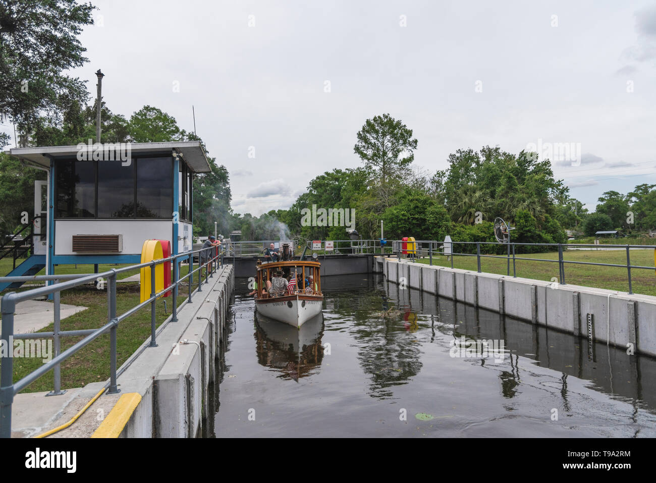 Steamboat leaving the Burrell Navigational lock and Dam located on the Haines Creek in Leesburg, Florida USA - Stock Image