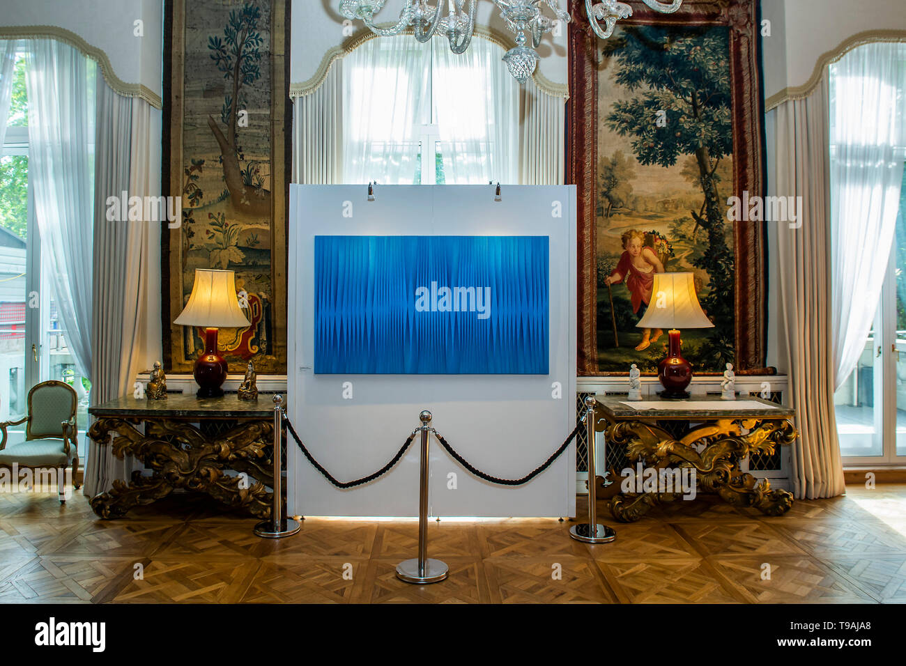London, UK. 16th May 2019. Pino Manos, Sincronicita azzurro blu iridescente, 2018 - The launch party for Spaziale! at Opera Gallery London at the Italian Embassy.The exhibition includes 40 iconic canvases by Lucio Fontana, Agostino Bonalumi and Enrico Castellani among others. Credit: Guy Bell/Alamy Live News - Stock Image