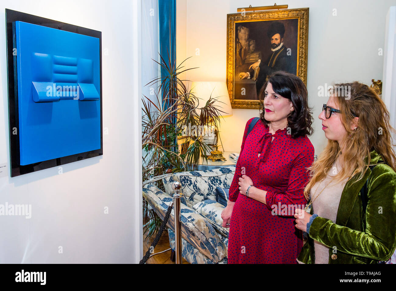 London, UK. 16th May 2019. Blu, 1966, by Agostino Bonalumi - The launch party for Spaziale! at Opera Gallery London at the Italian Embassy.The exhibition includes 40 iconic canvases by Lucio Fontana, Agostino Bonalumi and Enrico Castellani among others. Credit: Guy Bell/Alamy Live News - Stock Image