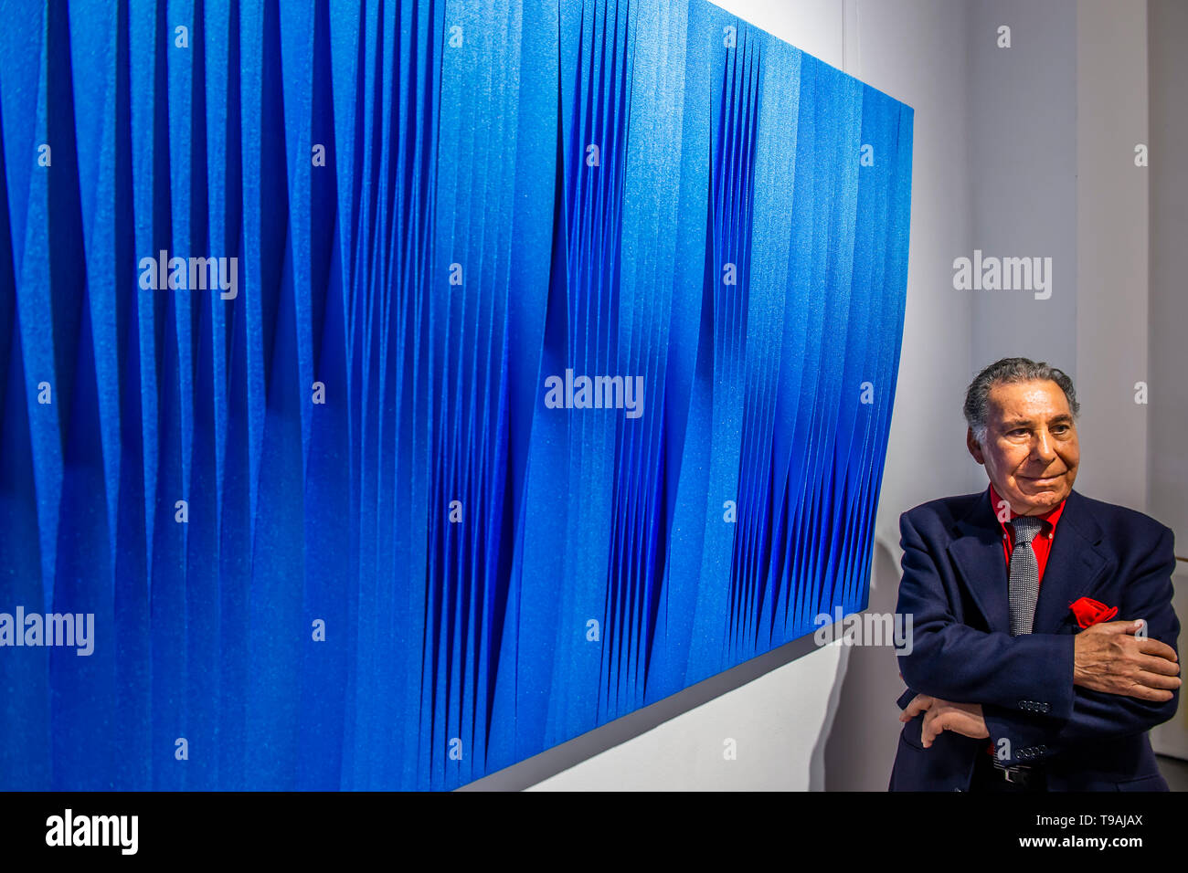 London, UK. 17th May 2019. Sincronicita azzurro blu iridescente, 2018 by Pino Manos (pictured) - Spaziale! at Opera Gallery London. Organised in collaboration with the Italian Embassy in London, the exhibition includes 40 iconic canvases by Lucio Fontana, Agostino Bonalumi and Enrico Castellani among others. Credit: Guy Bell/Alamy Live News - Stock Image