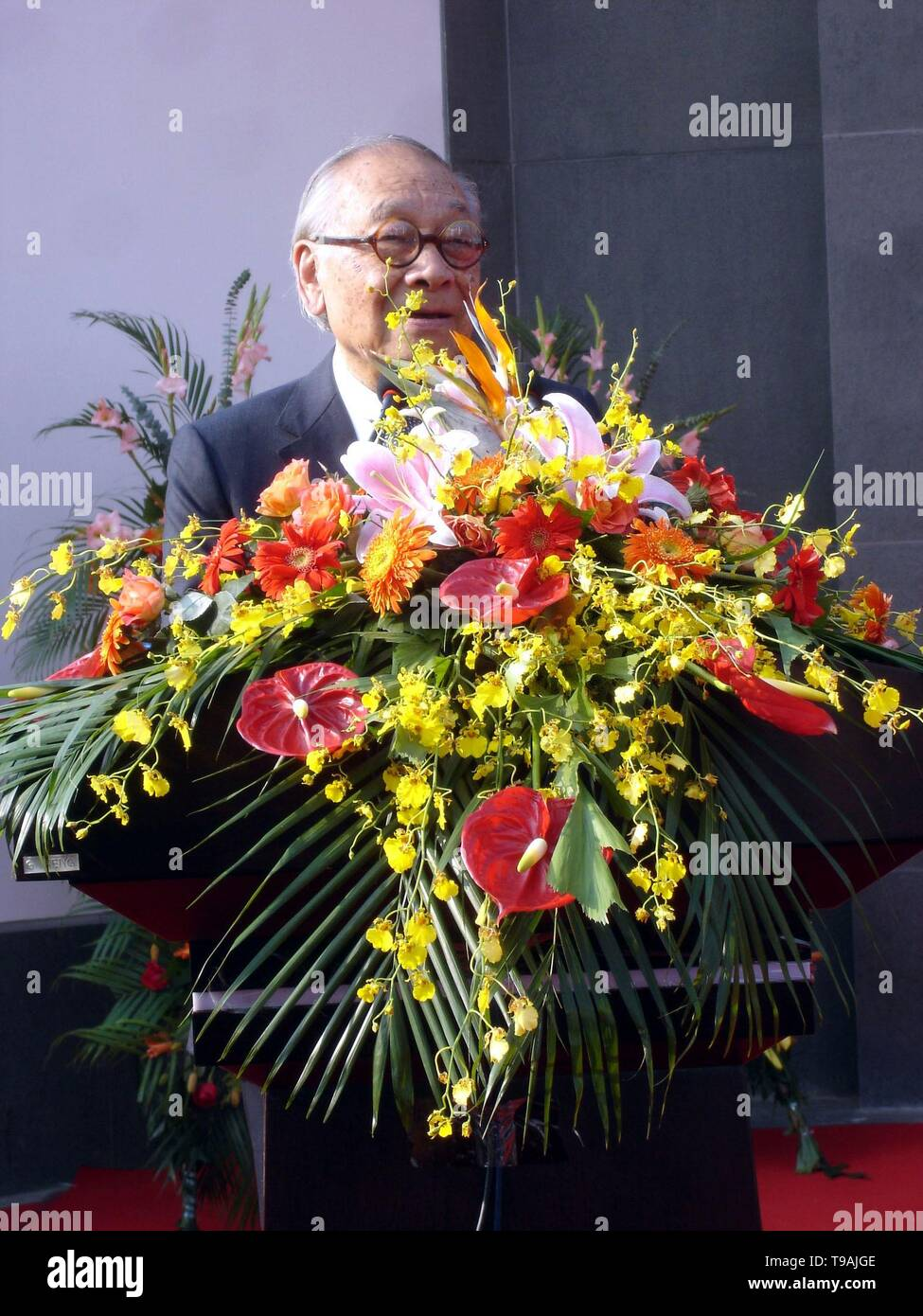 Beijing, China. 17th May, 2019. File photo taken on Oct. 6, 2006 shows world-renowned architect Ieoh Ming Pei delivering a speech at the opening ceremony of the new Suzhou Museum, designed by Pei, in Suzhou, east China's Jiangsu Province. Ieoh Ming Pei, commonly known as I.M. Pei, died Thursday at age 102. Pei was born in Guangzhou of China and moved to the United States in 1935. He won a wide variety of prizes and awards in the field of architecture. Credit: Xinhua/Alamy Live News - Stock Image