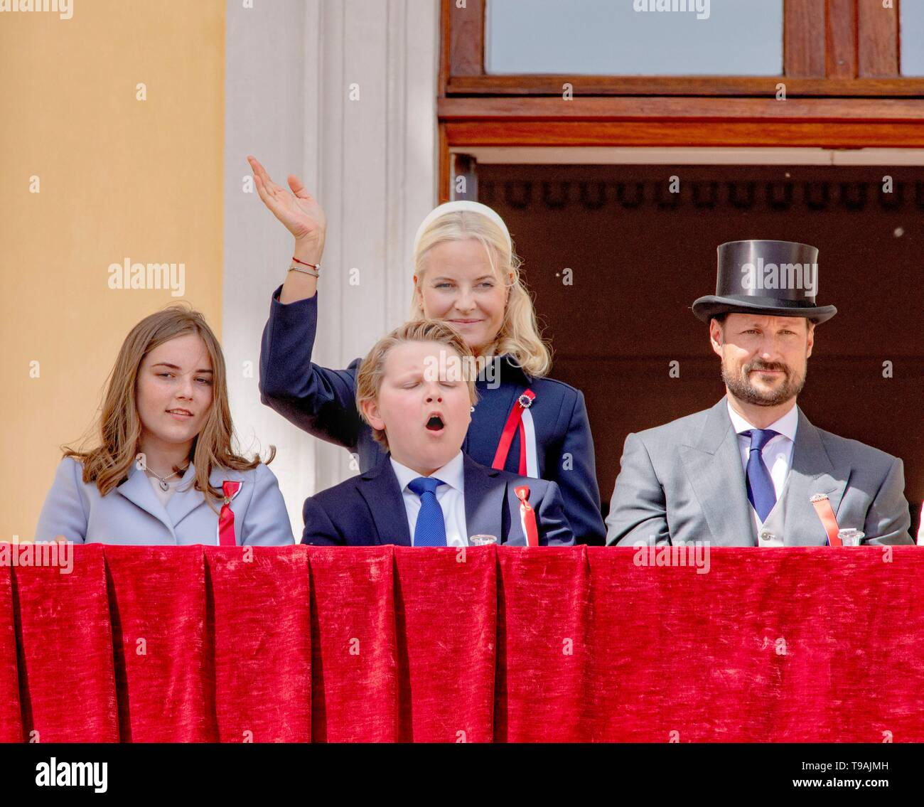 Oslo Norway 17th May 2019 National Day Of Norway 17 05 2019 Norwegian Royal Family At The Balcony Of The Royal Palace In Oslo Greeting Thousands Of People Walking Along The Palace As It