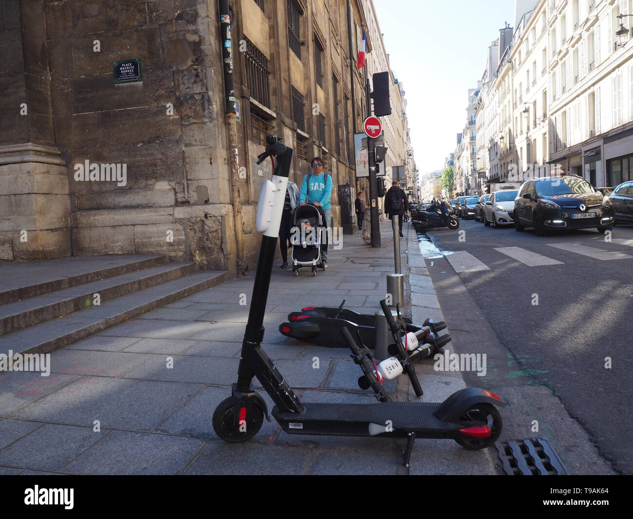 13 May 2019, France (France), Paris: E-Tretroller on the Rue Saint Honoré. Scooters with electric motors are already on the road in international metropolises. Now it should be so far also in Germany. Photo: Christian Böhmer/dpa Stock Photo