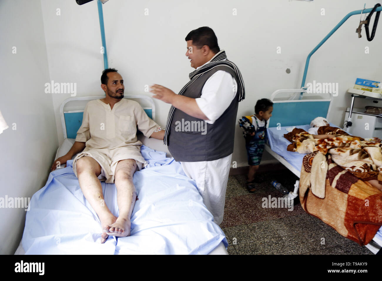 Sanna, Yemen. 17th May, 2019. People injured in an airstrike receive treatment at a hospital in Sanaa, Yemen, May 17, 2019. The Saudi Arabia-led coalition launched airstrikes on Houthi rebels' targets in the Yemeni capital Sanaa on Thursday morning. At least six-member family were killed and more than 30 others were wounded when a coalition airstrike hit a house in the center of Sanaa, the rebel-controlled Health Ministry said in a statement, adding that the death toll could rise as many injured remain in critical condition. Credit: Mohammed Mohammed/Xinhua/Alamy Live News - Stock Image