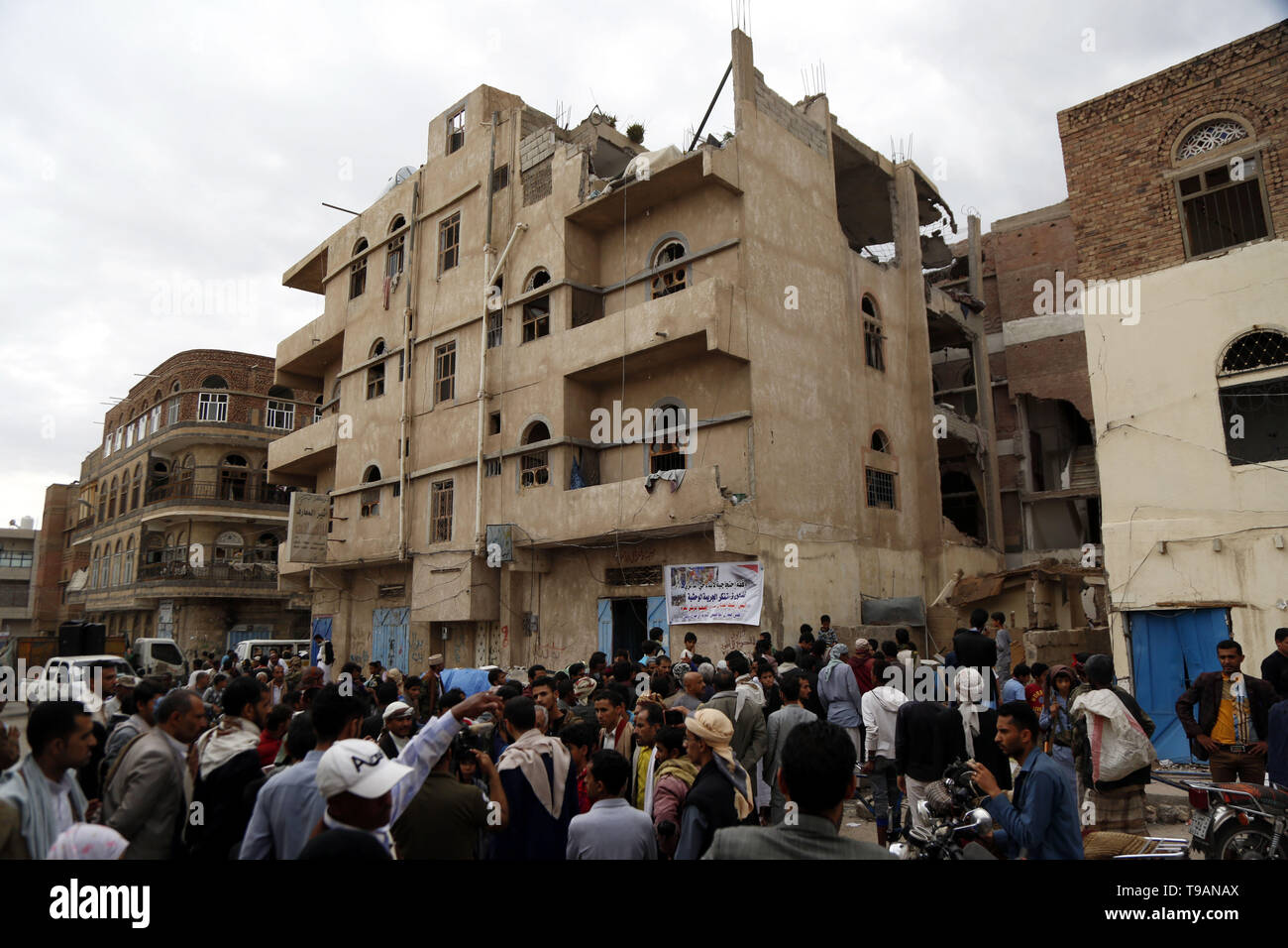 Sanaa, Yemen. 17th May, 2019. Yemeni protesters take part in a rally in an area hit by airstrikes in Sanaa, Yemen, on May 17, 2019. The Saudi Arabia-led coalition launched airstrikes on Houthi rebels' targets in the Yemeni capital Sanaa on Thursday morning, causing civilian casualties and damages, authorities and local residents said. Credit: Mohammed Mohammed/Xinhua/Alamy Live News - Stock Image