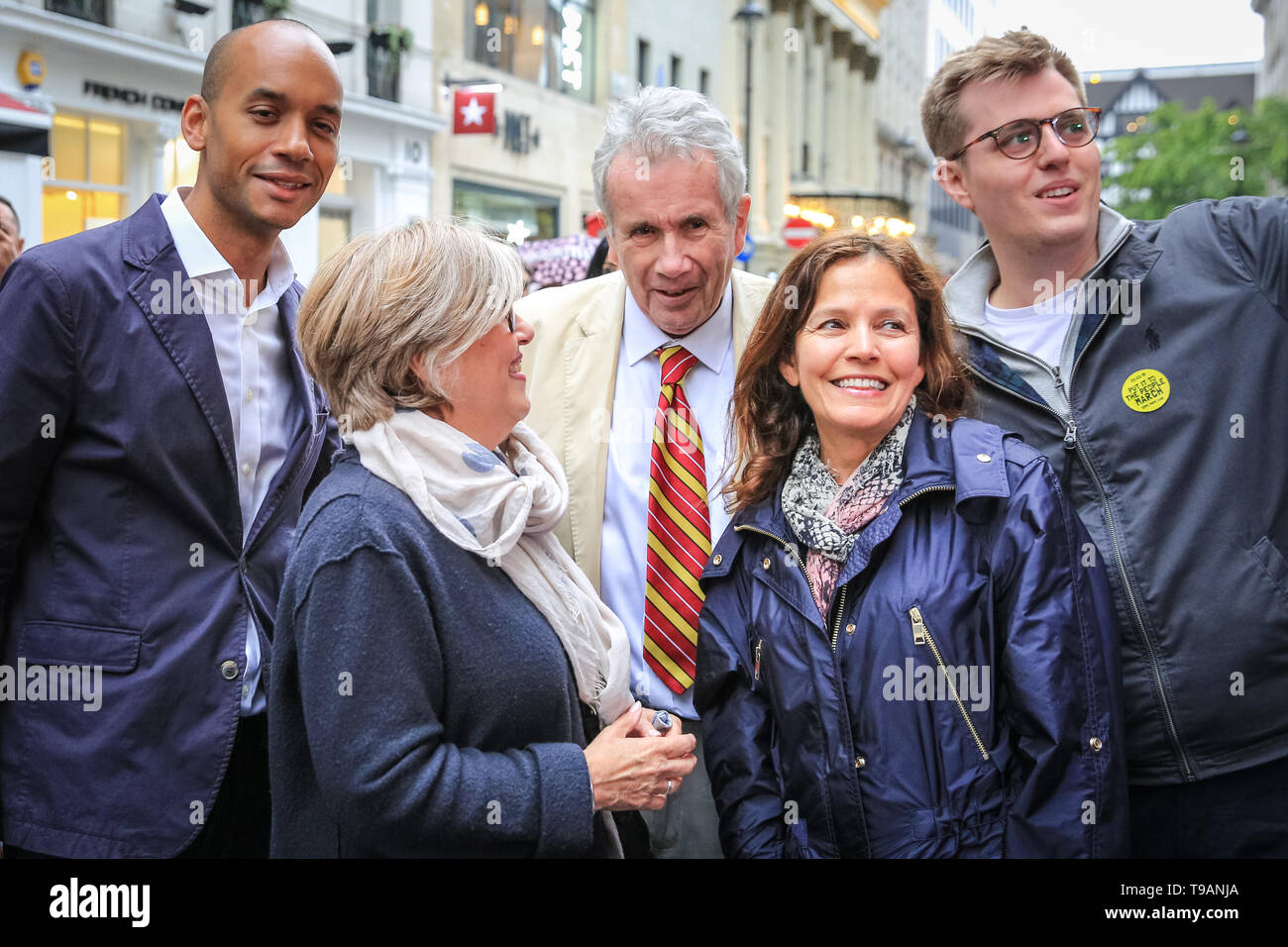 London, UK, 17th May 2019. Chuka Umunna, MP (left), Martin Bell (middle) and others. Change UK (formerly the Independent Group) campaign in Argyll Street near Oxford Circus in Central London, as part of their European Elections efforts. Chuka Umunna MP, former war correspondent and independent MP Martin Bell, Change UK MEP candidate Gavin Esler, and Change UK MEP candidates for London hand out leaflets and chat to the public as part of the EU Election campaign. Credit: Imageplotter/Alamy Live News Stock Photo