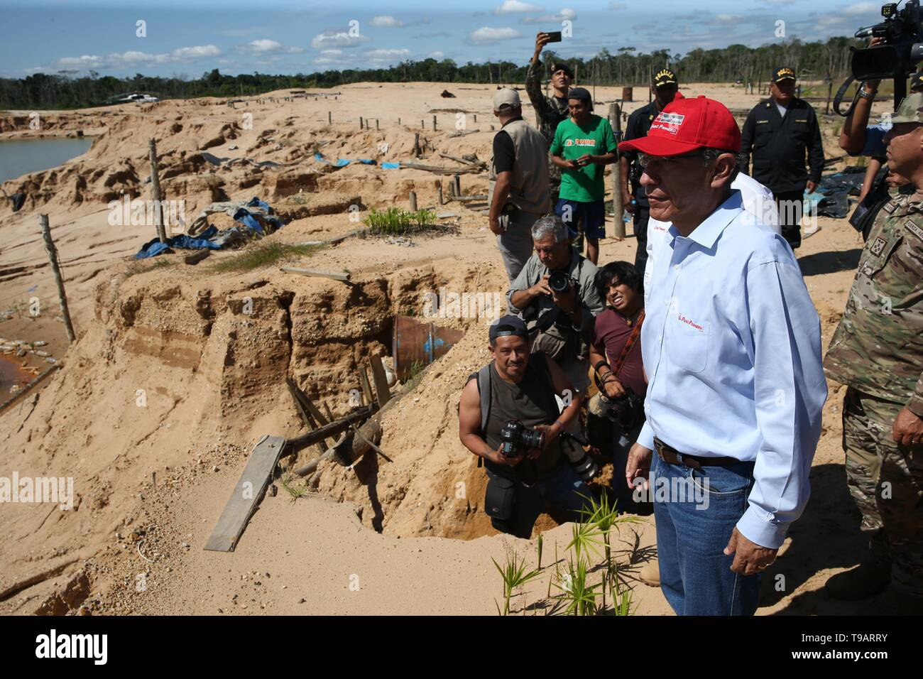 La Pampa, Peru. 17th May, 2019. The Peruvian president, Martin Vizcarra (R), accompanied by political, civil and military authorities, participates in the delivery of equipment donated by the United States to the Government of Peru to help the local police in the recovery efforts of the deforested area known as La Pampa, the largest illegal mining camp located in the southern region Amazonia of Madre de Dios, Peru, 17 May 2019. Credit: Ernesto Arias/EFE/Alamy Live News - Stock Image
