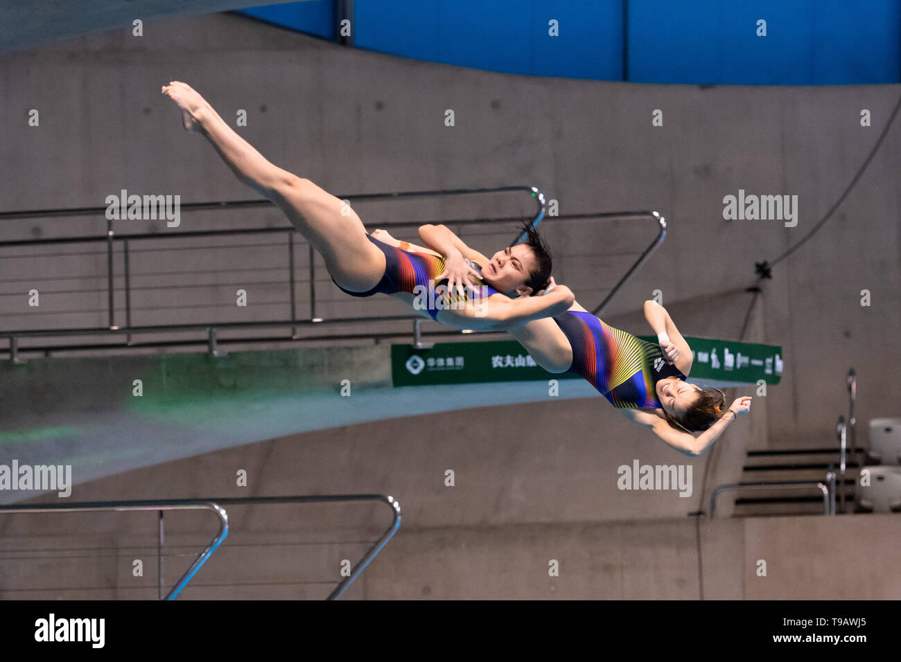 London, UK. 17th May, 2019. Yan Yee Ng and Nur Dhabitah Binti Sabri (MAS) compete in Women's 3m Synchro Springboard Final during FINA/CNSG Diving World Series Final at London Aquatics Centre on Friday, 17 May 2019. London England.  Credit: Taka G Wu/Alamy Live News Stock Photo