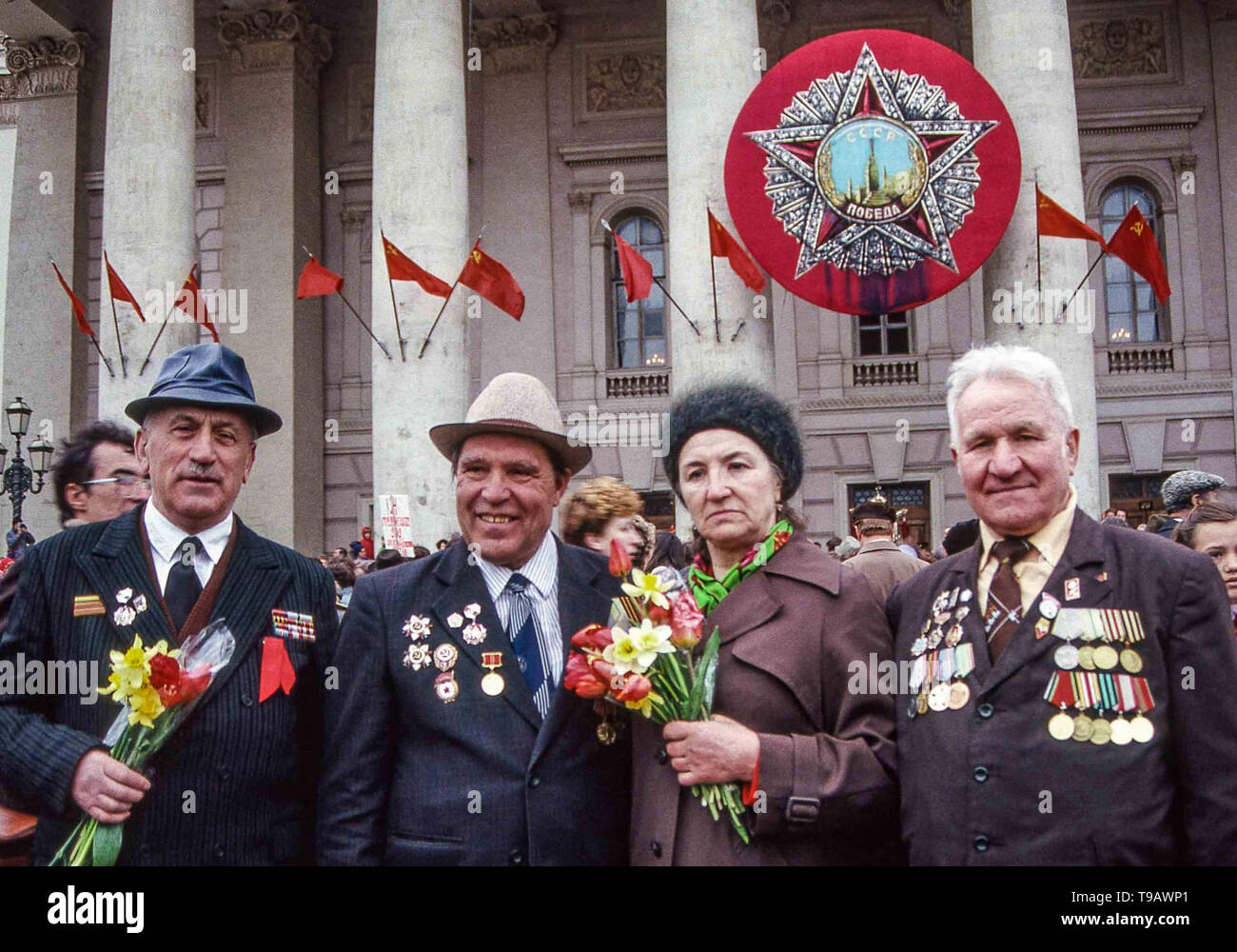 Moscow, Russia. 9th May, 1987. Veterans of World War 2 gather to celebrate Victory Day, the surrender of Nazi Germany in 1945, each year on May 9 in front of the historic Bolshoi Theater in Moscow. Credit: Arnold Drapkin/ZUMA Wire/Alamy Live News - Stock Image