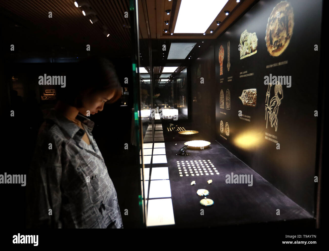 (190518) -- BEIJING, May 18, 2019 (Xinhua) -- A visitor views exhibits at an exhibition of Afghan national treasures at Tsinghua University Art Museum in Beijing, capital of China, May 17, 2019. The exhibition displayed a total of 231 pieces of the national treasures and relics from Afghanistan. China is holding a rich variety of exhibitions and activities on the culture of Asian countries and regions as well as exchanges among them. (Xinhua/Pan Xu) - Stock Image