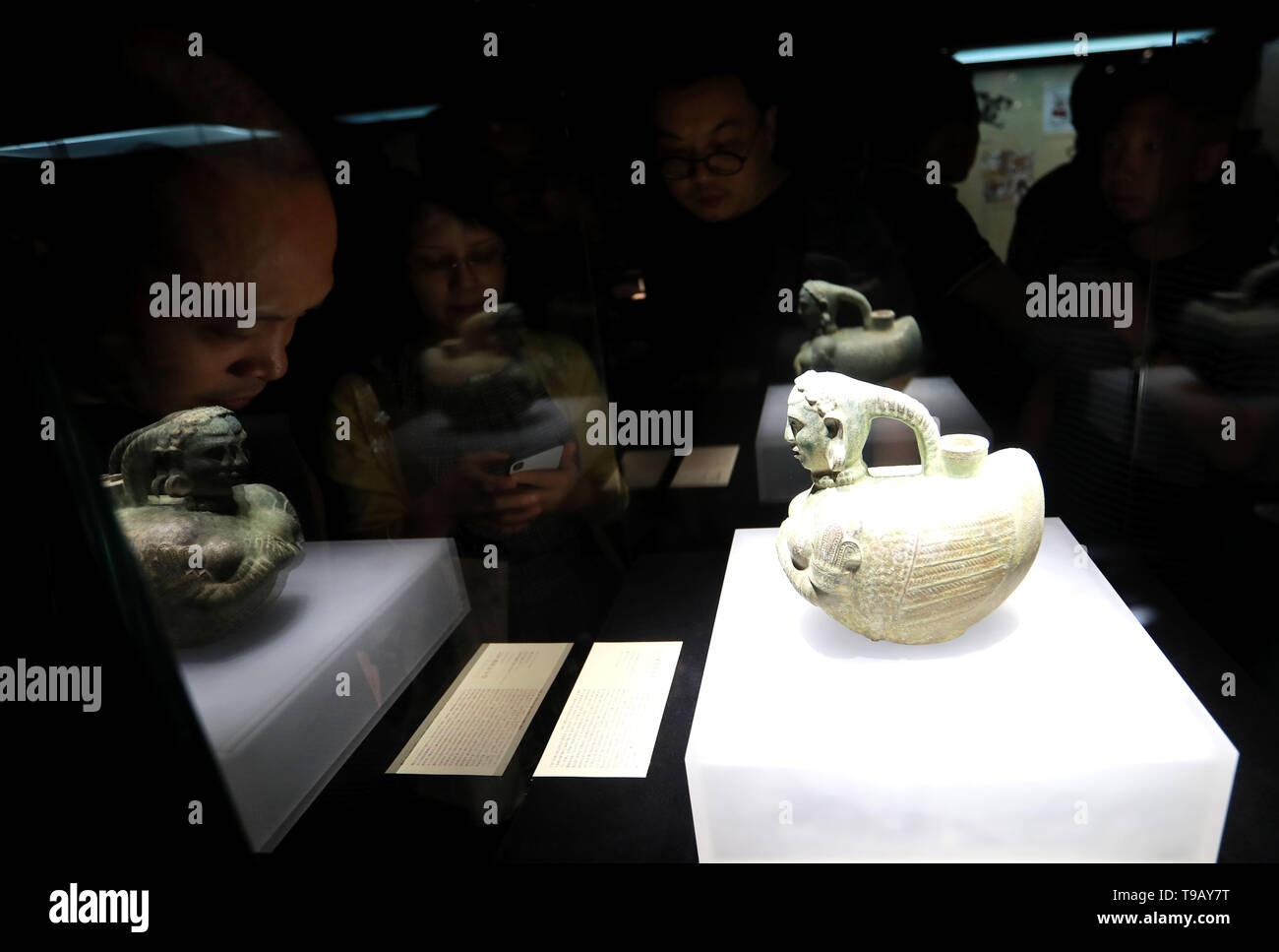 (190518) -- BEIJING, May 18, 2019 (Xinhua) -- Visitors view an exhibit at an exhibition of Afghan national treasures at Tsinghua University Art Museum in Beijing, capital of China, May 17, 2019. The exhibition displayed a total of 231 pieces of the national treasures and relics from Afghanistan. China is holding a rich variety of exhibitions and activities on the culture of Asian countries and regions as well as exchanges among them. (Xinhua/Pan Xu) - Stock Image