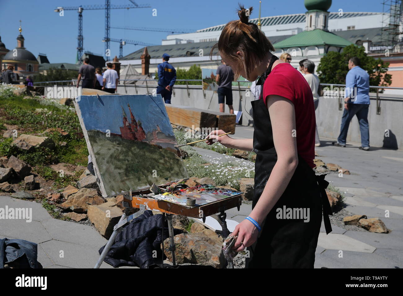 Moscow, Russia. 18th May, 2019. MOSCOW, RUSSIA - MAY 18, 2019: A woman during the 9th Draw St Basil's Cathedral art festival. Gavriil Grigorov/TASS Credit: ITAR-TASS News Agency/Alamy Live News - Stock Image
