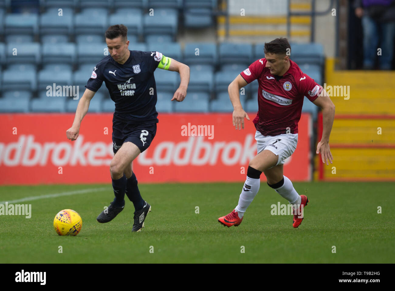 Dens Park, Dundee, UK. 18th May, 2019. Ladbrokes Premiership football, Dundee versus St Mirren; Cammy Kerr of Dundee races away from Kyle Magennis of St Mirren Credit: Action Plus Sports Images/Alamy Live News Credit: Action Plus Sports/Alamy Live News - Stock Image