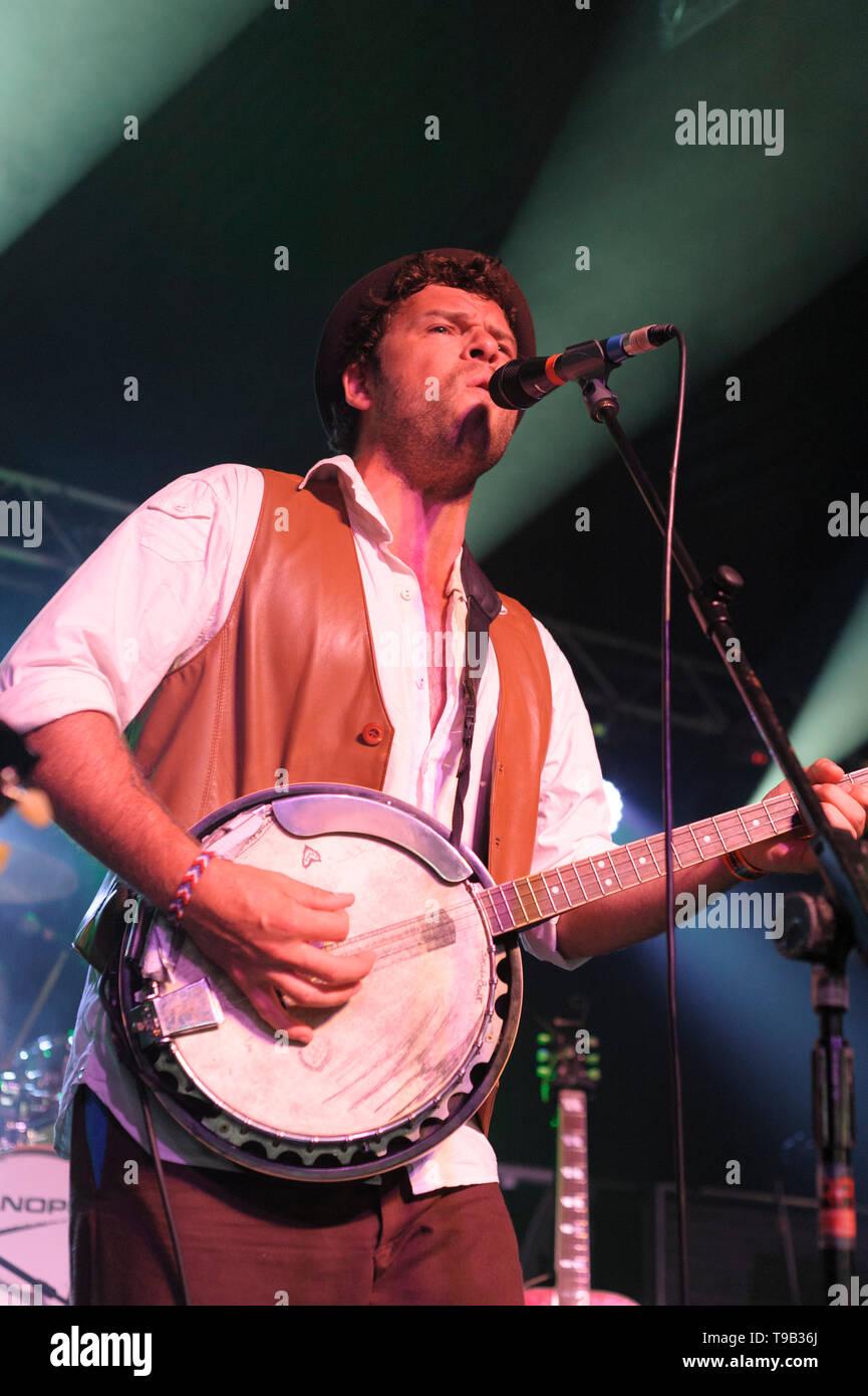 Oliver Ashton of The Bleedin' Noses performing at the Larmer Tree Festival, UK. July 17, 2014 - Stock Image