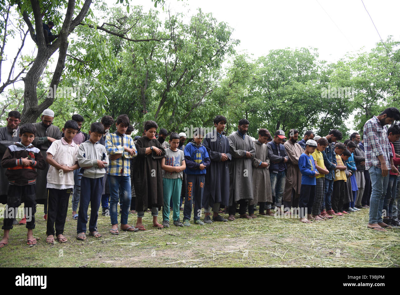 Kashmiri villagers seen offering funeral prayers for slain JeM Militant Naseer Ahmed Pandit during the funeral procession at his residence in Pulwama, South of Srinagar. . Three militants, an army man and a civilian were killed in a fierce gunfight that broke out in Dalipora area of Pulwama town in south Kashmir on Thursday morning. - Stock Image
