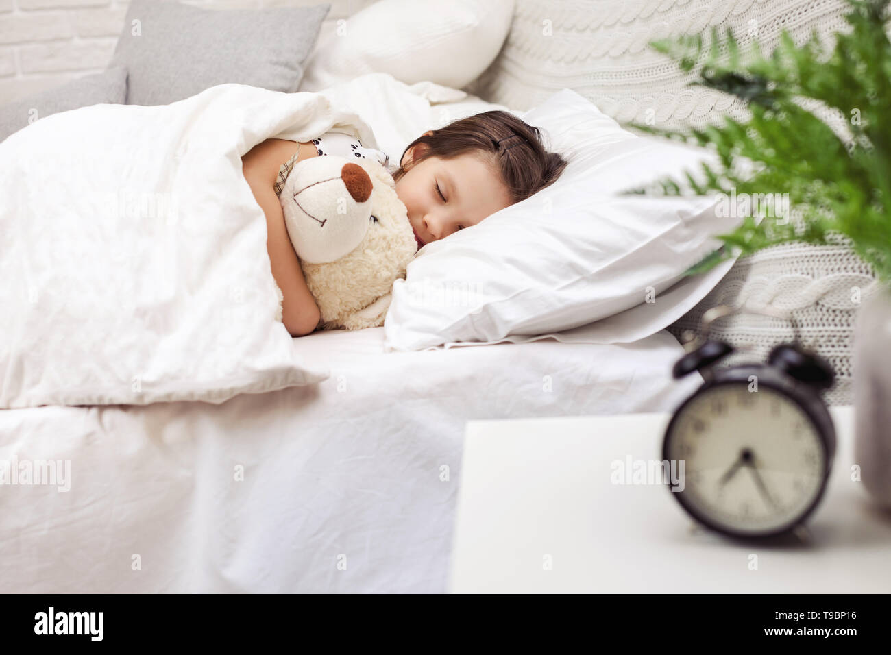 6ecee7fc9570 Cute little child girl sleeping with teddy bear in her bed Stock ...