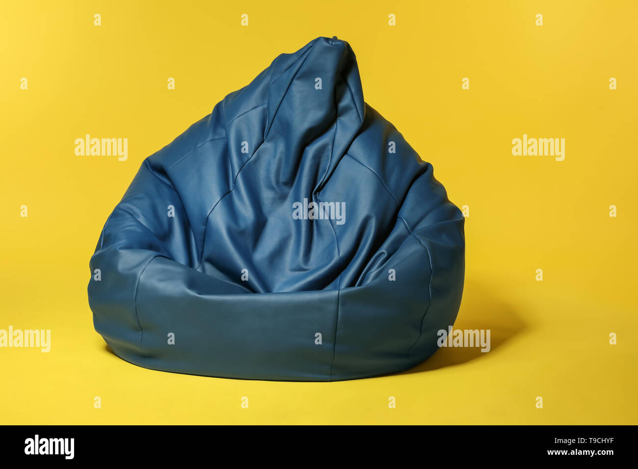Beanbag chair on color background - Stock Image