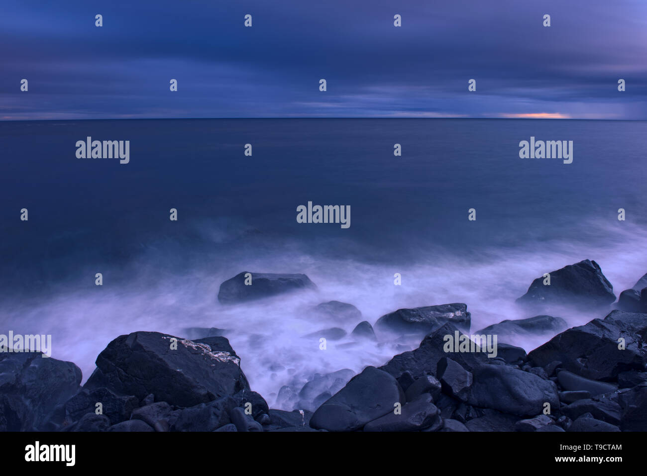 Stormy waters on the shoreline of the Gulf of St. Lawrence, Gaspe Peninsula, Ruisseau Castor, Quebec, Canada - Stock Image