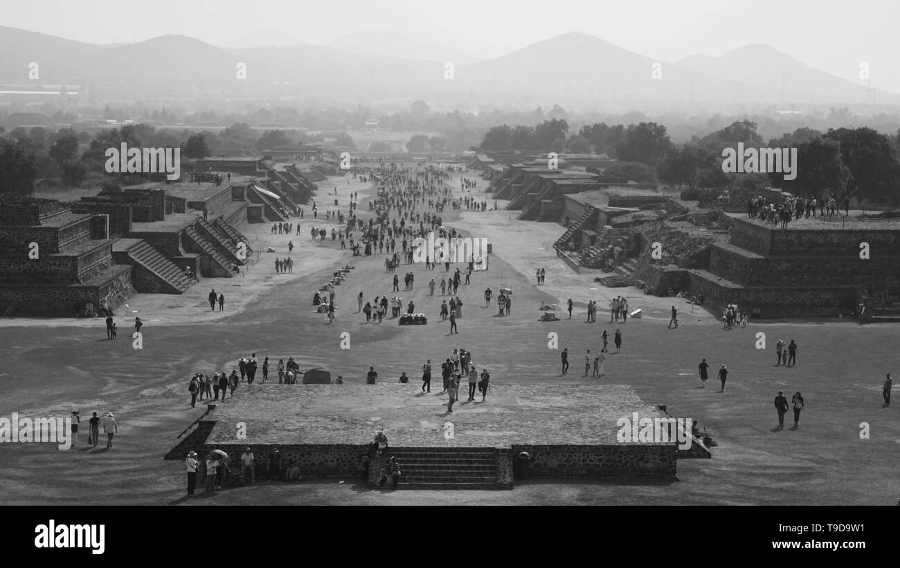 Black and white Avenue of the Dead. Téotihuacan.  Tourists.  Ancient City.  Mexico. - Stock Image