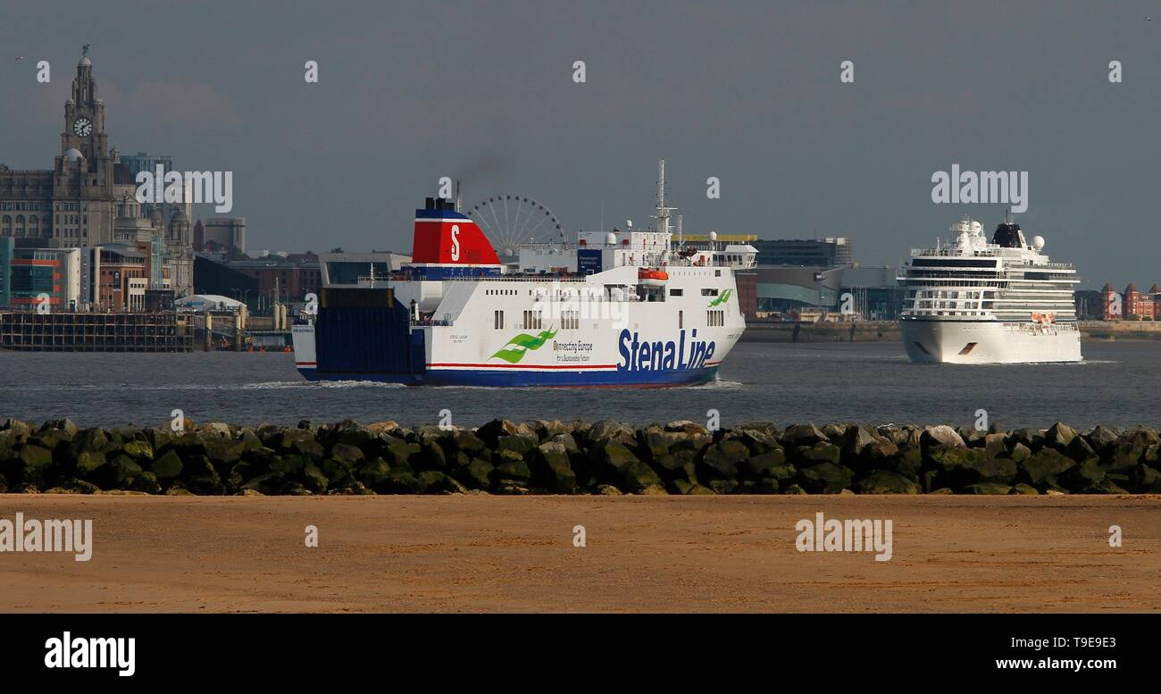 Wirral,Uk 16th May 2019 Cruise Liner Viking Sun carries on its tour of the united kingdom credit Ian Fairbrother/Alamy Stock Photos - Stock Image