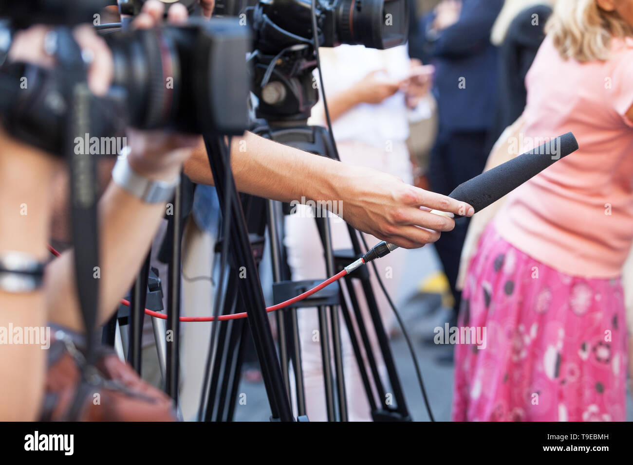 Filming news conference with a video camera - Stock Image