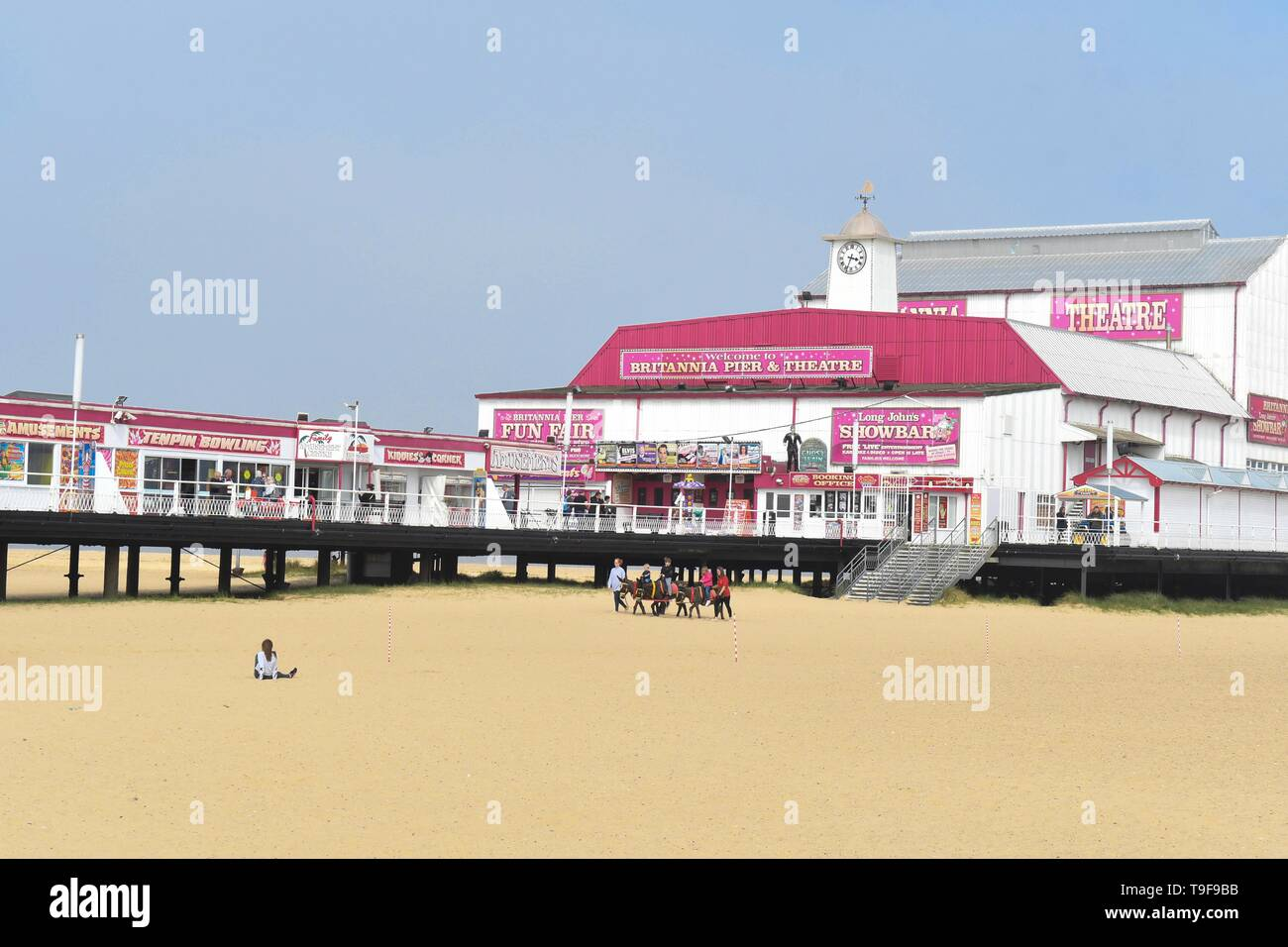 Great Yarmouth, Norfolk, England - 18 May 2019: uk weather - as the sun briefly breaks through the mist, Great Yarmouth looks as pretty as a postcard as children enjoy donkey rides on the golden sands Credit: Kay Roxby/Alamy Live News Stock Photo