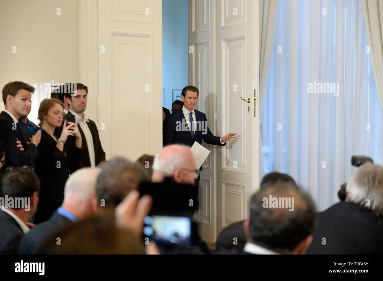 Vienna, Austria. 18th May 2019. Austrian Chancellor Sebastian Kurz (OEVP) makes a statement on the current allegations against Vice-Chancellor Heinz Christian Strache (FPOE). In a stressful video(Ibiza Video), Vice-Chancellor and FPÖ leader Heinz-Christian Strache should have shown willingness to award public contracts in return for campaign donations in 2017. The Austrian Chancellor Sebastian Kurz has called today Saturday 18th May 2019 new elections. Franz Perc / Alamy Live News - Stock Image