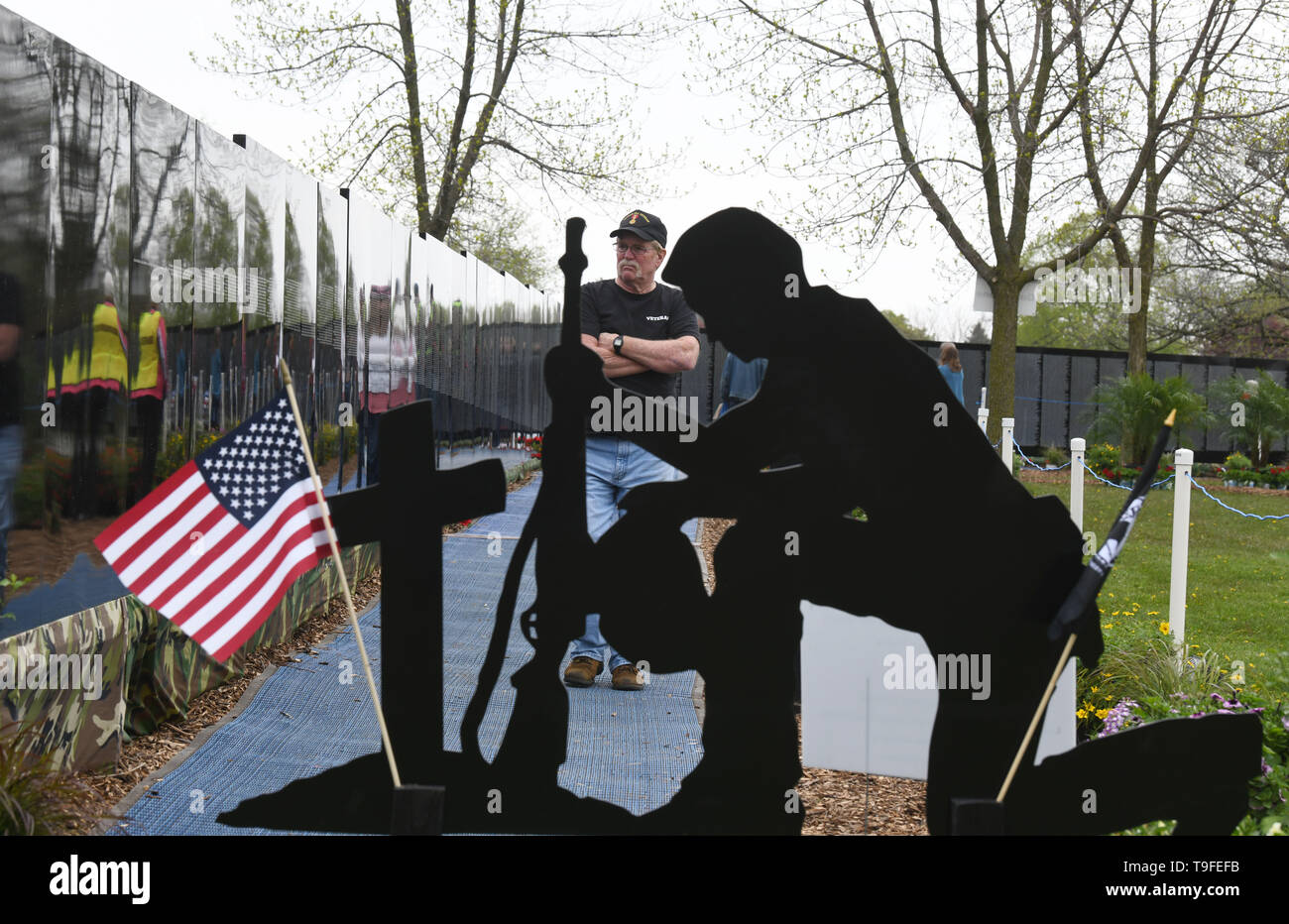 Racine, Wisconsin, USA. 18th May, 2019. David McGahen, a Vietnam-era Navy veteran, visits the Moving Wall, a half-size replica of the Vietnam Veterans Memorial, in Racine, Wisconsin, Saturday May 18, 2019. Forty-seven soldiers from Racine were killed during the war. The Moving Wall has been touring the United States for more than 30 years. Credit: Mark Hertzberg/ZUMA Wire/Alamy Live News - Stock Image