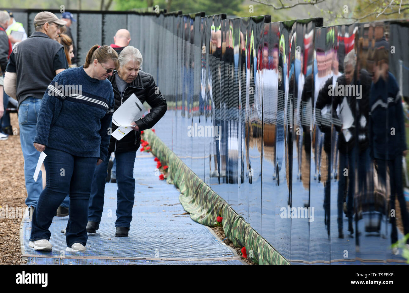 Racine, Wisconsin, USA. 18th May, 2019. Emma Ingersoll, left, and her mother-in-law Judy Ingersoll visit the Moving Wall, a half-size replica of the Vietnam Veterans Memorial, in Racine, Wisconsin, Saturday May 18, 2019. They have visited the Vietnam Veterans Memorial monument in Washington, DC A family friend, Michael Lawrence White, was killed in the war. Forty-seven soldiers from Racine were killed during the war. The Moving Wall has been touring the United States for more than 30 years. Credit: Mark Hertzberg/ZUMA Wire/Alamy Live News - Stock Image