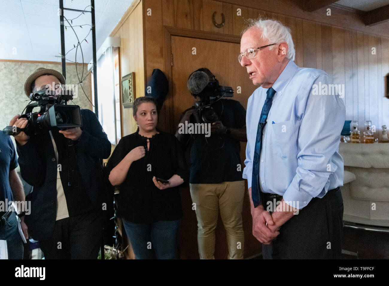 Charleston, USA. 18th May, 2019. Democratic presidential hopeful Sen. Bernie Sanders talks with reporters following a home visit with Eugene Smith, and his partner Paula Brown May 18, 2019 in Denmark, South Carolina. Smith and Brown, are fighting for safe drinking water in their rural town where tap water is not safe to drink due to agricultural and industrial chemicals. Credit: Planetpix/Alamy Live News - Stock Image