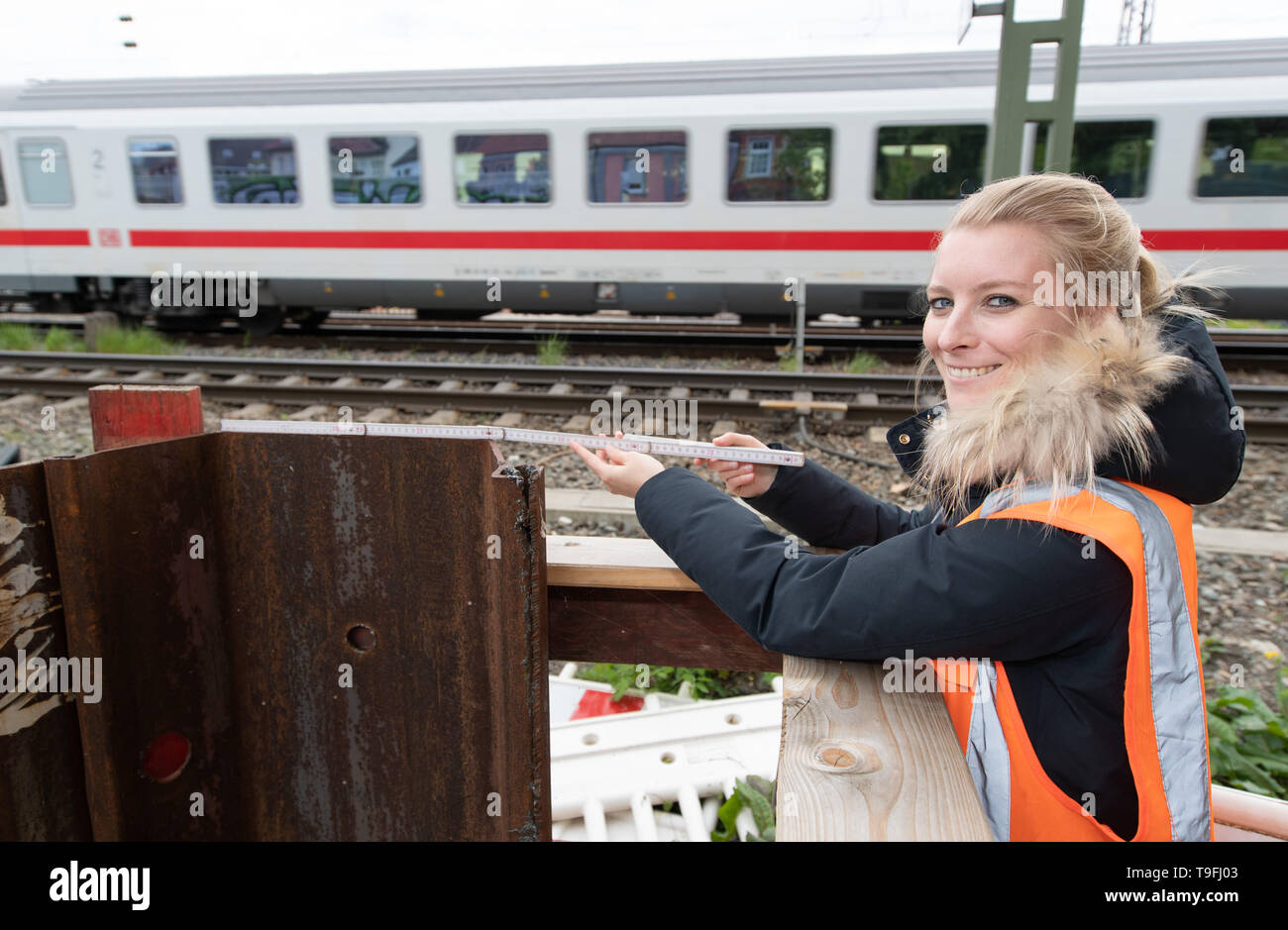 07 May 2019, Lower Saxony, Osnabrück: Johanna Harten, civil engineer at Deutsche Bahn (DB), is standing in front of a new bridge section with a folding rule in her hand. Since January 2017, Deutsche Bahn has been working on the renewal of a railway bridge in Osnabrück, which is to be completed in October of this year. Photo: Friso Gentsch/dpa - Stock Image