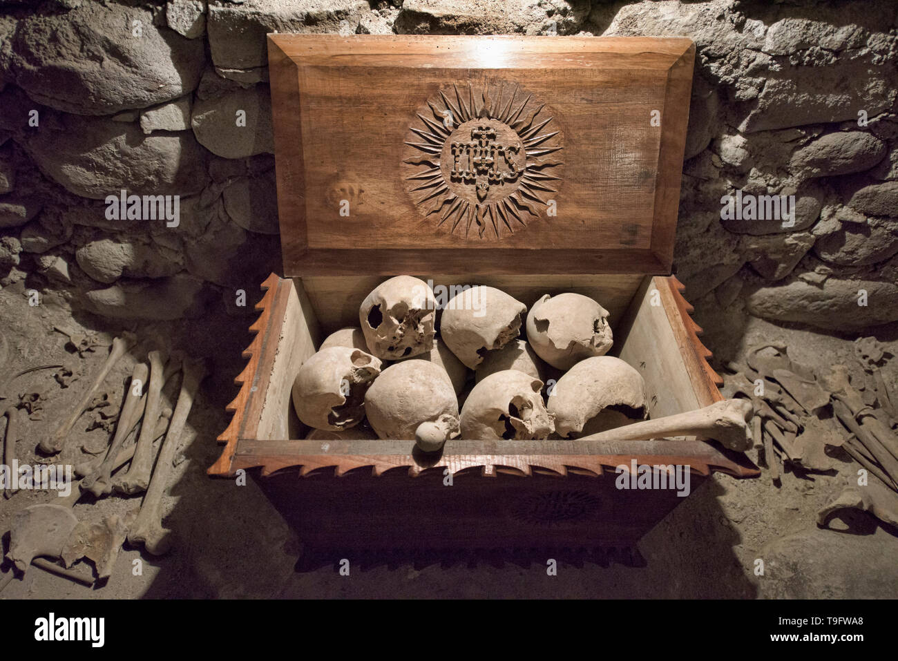 Monks skulls inside the crypt of the San Francisco Church and Convent, Potosí, Bolivia - Stock Image