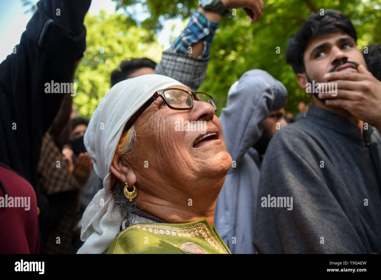 A Relative of Slain Showkat Ahmed seen mourning during the funeral ceremony at his residence in Pulwama, South of Srinagar. Thousands attended the funeral ceremony of slain Showkat Ahmed Dar at his residence in Panzgam Pulwama. Showkat was among the three Kashmiri Rebels killed in a gunfight in Pulwama. - Stock Image