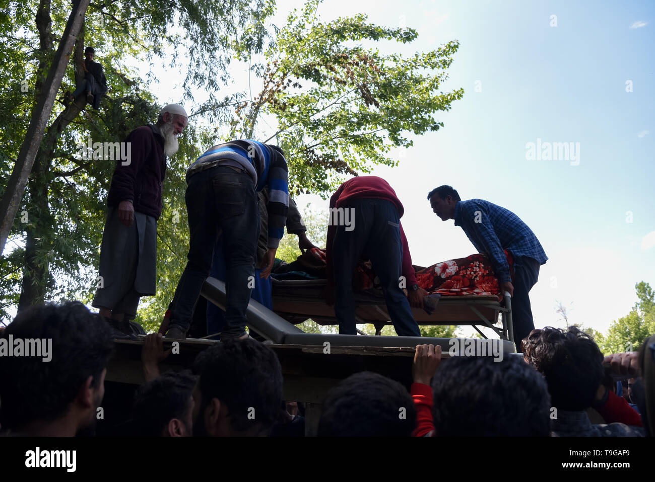 (EDITORS NOTE: Image depicts death) Kashmiri villagers are seen carrying dead body of the Kashmiri Rebel Showkat Ahmed during his funeral ceremony at his residence in Pulwama, South of Srinagar. Thousands attended the funeral ceremony of slain Showkat Ahmed Dar at his residence in Panzgam Pulwama. Showkat was among the three Kashmiri Rebels killed in a gunfight in Pulwama. - Stock Image