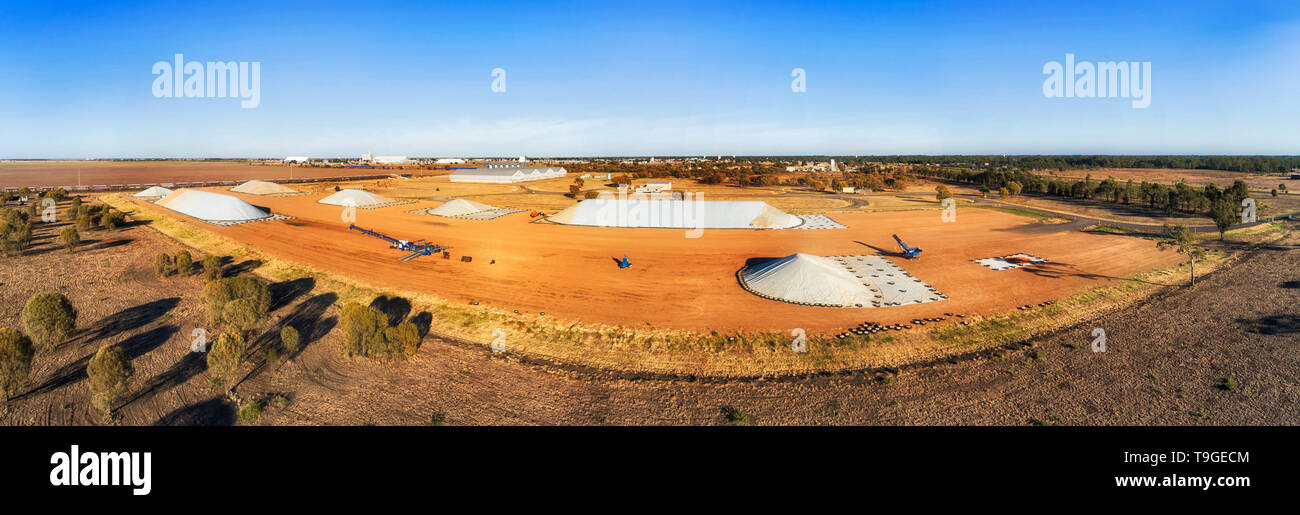 Bulk storage site near Moree town at the centre of agricultural region in NSW outback - part of wheat belt over artesian basin. - Stock Image