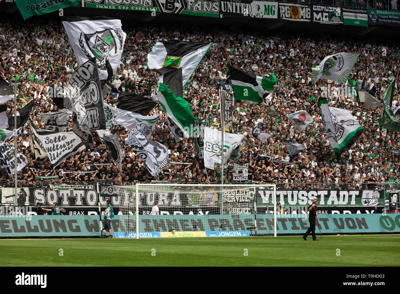 sports, football, Bundesliga, 2018/2019, Borussia Moenchengladbach vs. BVB Borussia Dortmund 0-2, Stadium Borussia Park, Gladbach football fans in the Nordkurve, flags, DFL REGULATIONS PROHIBIT ANY USE OF PHOTOGRAPHS AS IMAGE SEQUENCES AND/OR QUASI-VIDEO Stock Photo