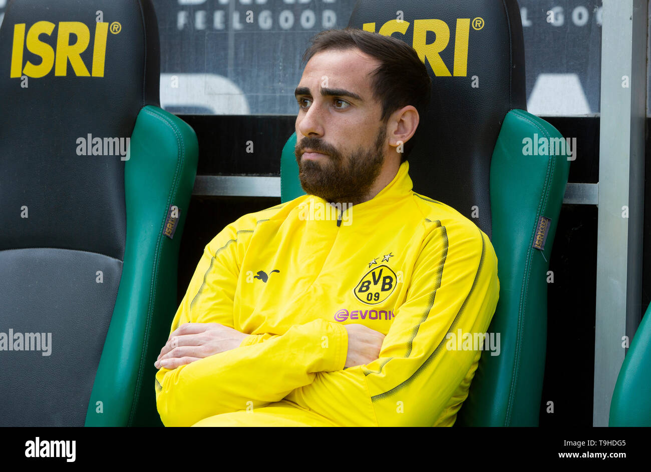 sports, football, Bundesliga, 2018/2019, Borussia Moenchengladbach vs. BVB Borussia Dortmund 0-2, Stadium Borussia Park, players bench, Paco Alcacer (BVB), DFL REGULATIONS PROHIBIT ANY USE OF PHOTOGRAPHS AS IMAGE SEQUENCES AND/OR QUASI-VIDEO - Stock Image