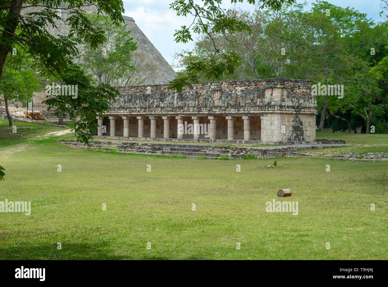Mayan temple, with many columns, in the archaeological area of Ek Balam, in the Yucatan peninsula - Stock Image