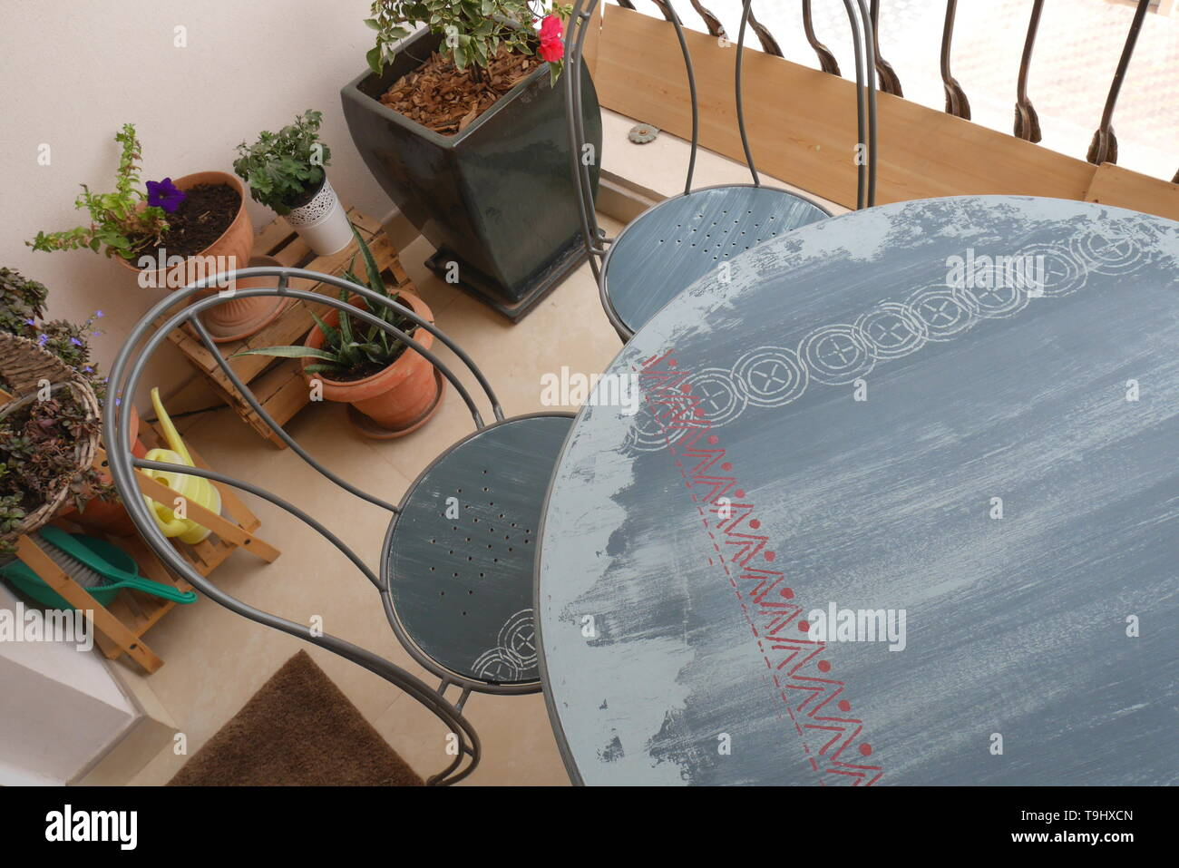 Blue chalk painted distressed wood table and two chairs on a balcony, Kingdom of Bahrain - Stock Image