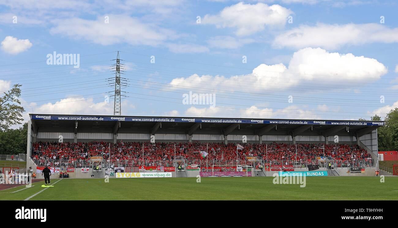 Oberhausen, Germany. 18th May, 2019. firo: 18.05.2019 Football, Regionalliga West, season 2018/2019 Rot-Weiss Oberhausen - SC Verl The district power tribune is packed. | usage worldwide Credit: dpa/Alamy Live News - Stock Image