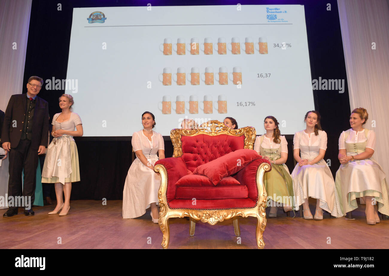 Munich, Germany. 17th May, 2019. The empty throne with the result of the election of the 10th Bavarian Beer Queen stands in the finale on stage in the ballroom of the Löwenbräukeller. From 57 applications from all over Bavaria, the jury had selected seven candidates, who presented themselves to the audience and the jury. Credit: Felix Hörhager/dpa/Alamy Live News - Stock Image