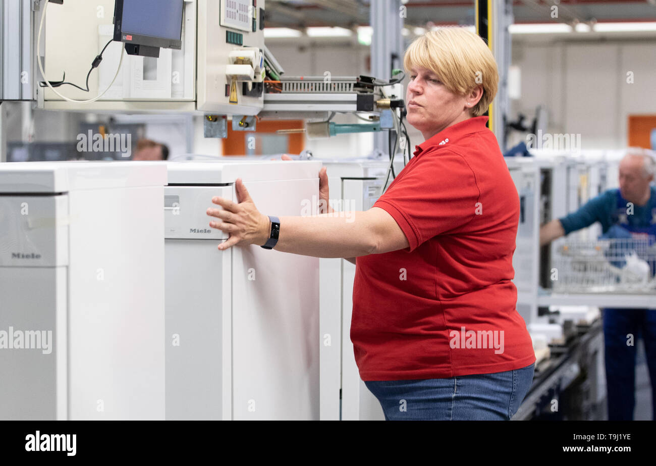 Bielefeld, Germany. 17th May, 2019. Employee Petra Marowski carries out the final inspection of a dishwasher on a production line at Miele & Cie. KG. Miele is a German manufacturer of household and commercial appliances based in Gütersloh. Credit: Friso Gentsch/dpa/Alamy Live News - Stock Image