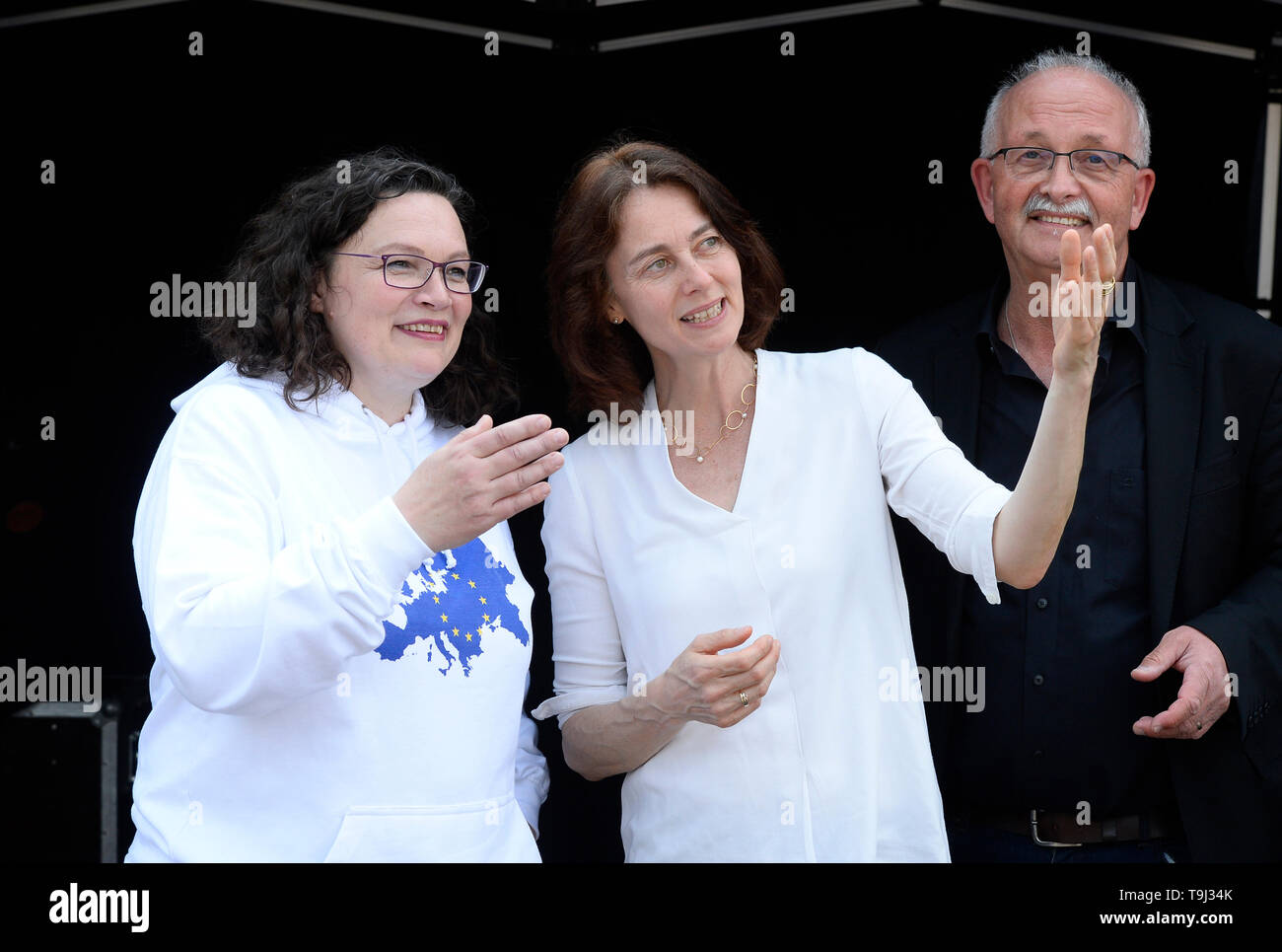 Cologne, Germany. 19th May, 2019. SPD leader Andrea Nahles (l-r) talks to the SPD's top candidate for the European elections, Katarina Barley, at a demonstration for Europe. Right SPD European politician Udo Bullmann. Before the European elections on 26 May, the nationwide demos are to send a signal against the international shift to the right and for a Europe of human rights, democracy, social justice and climate protection. Credit: Roberto Pfeil/dpa/Alamy Live News - Stock Image