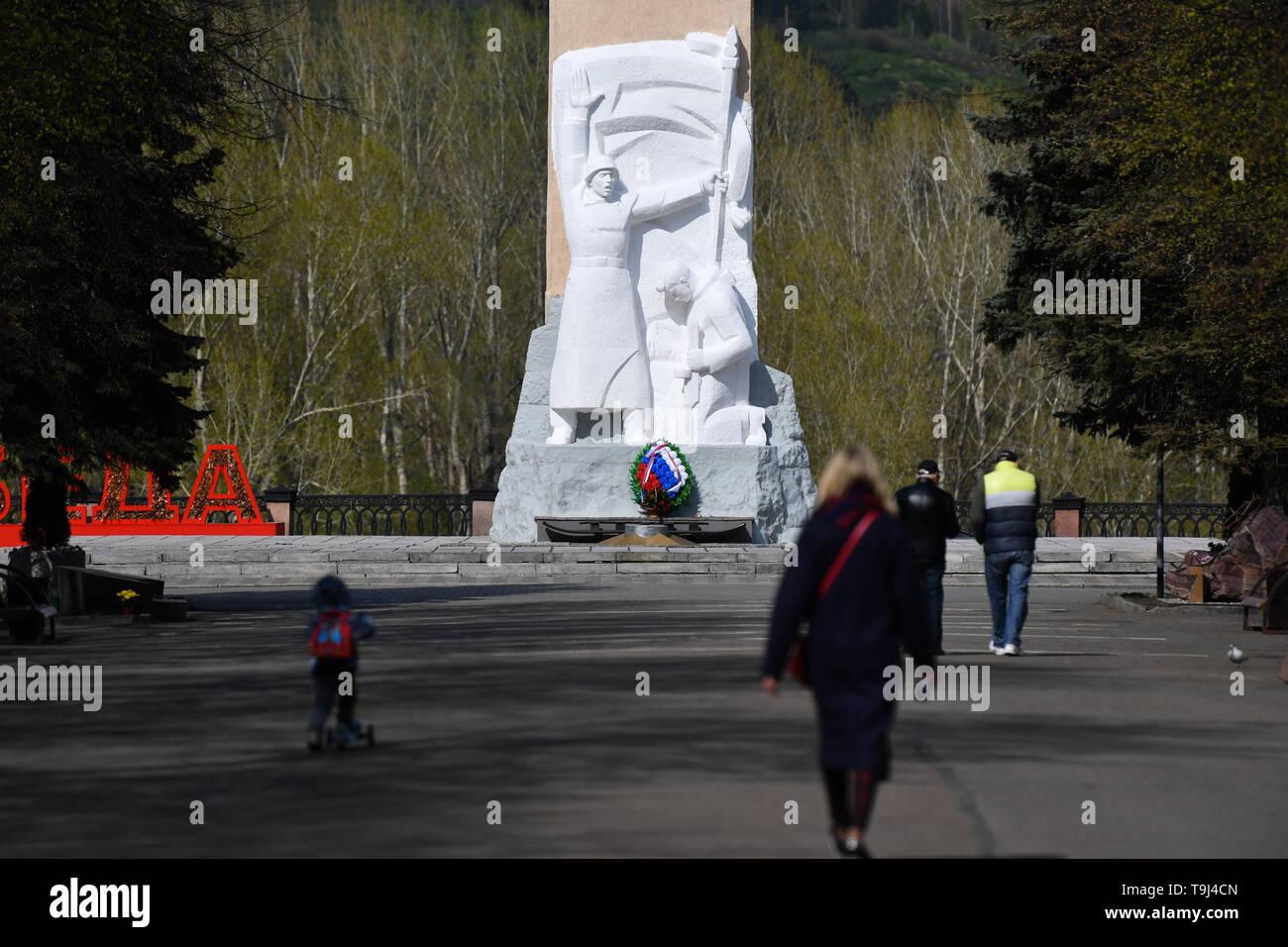 Kemerovo, Russia. 15th May, 2019. KEMEROVO, RUSSIA - MAY 15, 2019: A monument to Kuzbass Soldiers killed in World War II (Glory Memorial) in Vesennyaya Street. Kirill Kukhmar/TASS Credit: ITAR-TASS News Agency/Alamy Live News - Stock Image