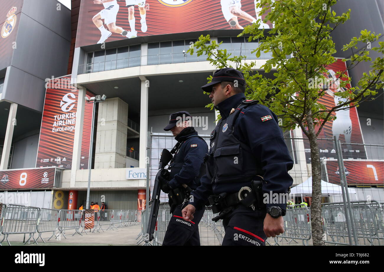 Vitoria Gasteiz, Spain. 19th May, 2019. VITORIA-GASTEIZ, SPAIN - MAY 19, 2019: Police officers outside the Fernando Buesa Arena during the 2019 Basketball Euroleague Final Four. Valery Sharifulin/TASS Credit: ITAR-TASS News Agency/Alamy Live News - Stock Image