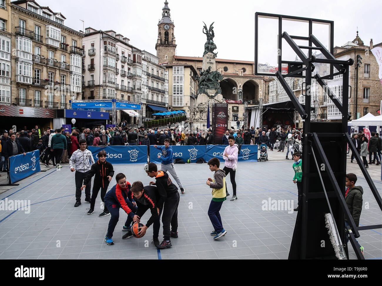 Vitoria Gasteiz, Spain. 19th May, 2019. VITORIA-GASTEIZ, SPAIN - MAY 19, 2019: Kids playing basketball in a fan zone during the 2019 Basketball Euroleague Final Four in Plaza de la Virgen Blanca. Valery Sharifulin/TASS Credit: ITAR-TASS News Agency/Alamy Live News - Stock Image